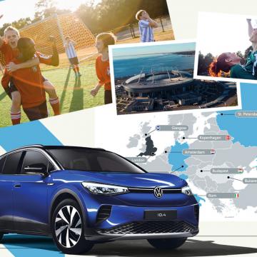 Collage mit VW-Auto, Fußballstadion, Landkarte und jubelnden Fußballspielenden