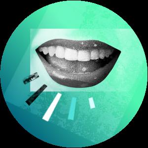 Offener lächelnder Mund